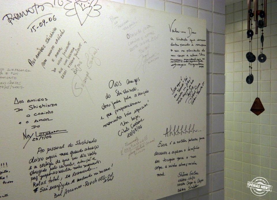 Nas paredes, os clientes podem deixar a sua mensagem de prosperidade.