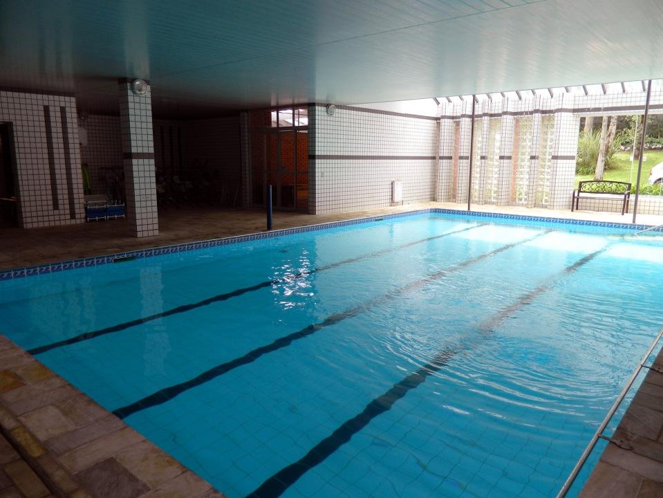 Uma das piscinas internas, onde são feitas aulas de hidroginástica.