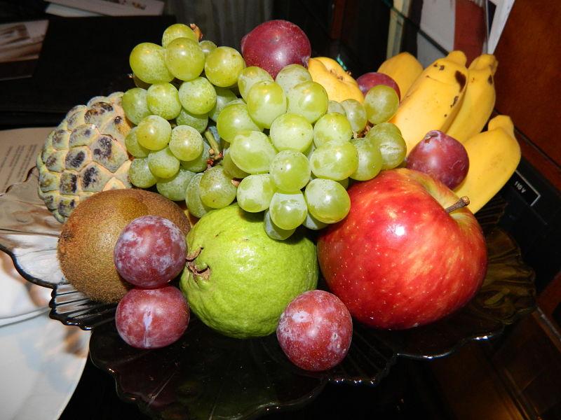 Recebemos essa cesta de frutas no final do dia.